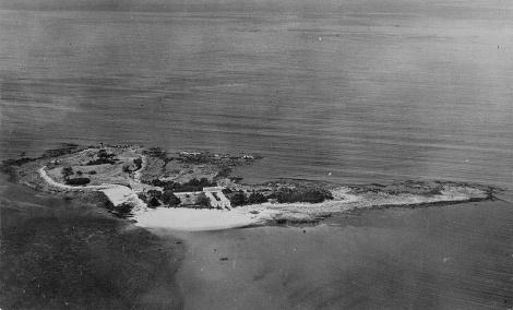 Isla de Toralla en 1910 con la antigua fábrica la Cordelería Ibérica