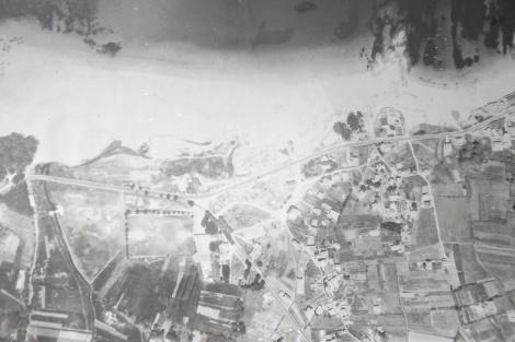 Playa de las Barcas en los años 50. Fotografía aérea