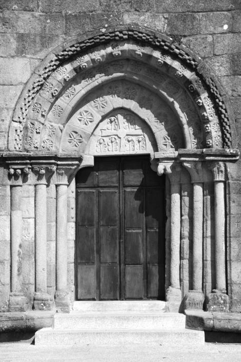 Portada románica de la iglesia de Castrelos