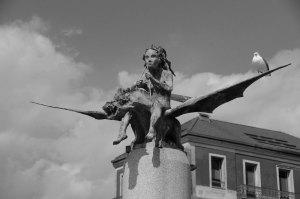 Escultura en homenaje a los trovadores de la ría de Vigo. Fotografía Eduardo Galovart