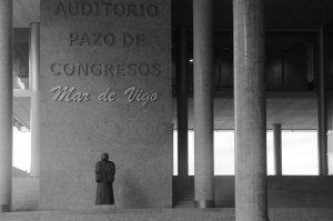 Entrada principal al Auditorio Mar de Vigo. Fotografía Eduardo Galovart