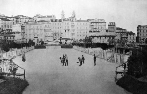 Alameda en 1880 con el antiguo kiosco para la música. Fotografía Pacheco