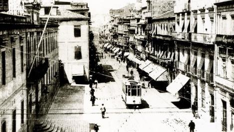 Edificio a la izquierda de la antigua cárcel de Vigo en la calle del Príncipe.