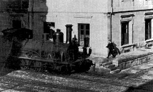 Una antigua locomotora circulando por el puerto. Fotografía Faro de Vigo