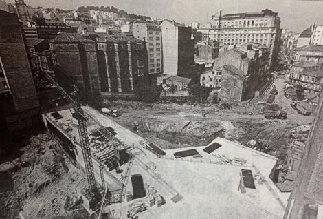 Construcción del parking de Rosalía de Castro en 1994.