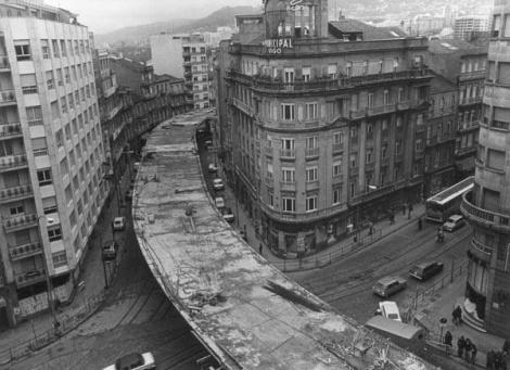 Construcción del Scalextric en la calle Lepanto.