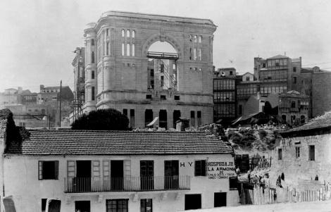 Construcción del Teatro García Barbón en 1926