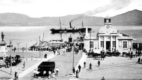 El antiguo edificio de pasajeros luego sede del Nautico