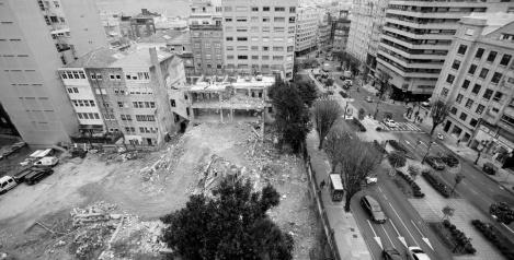 El Colegio Cluny completamente derribado. Fotografía La Voz de Galicia