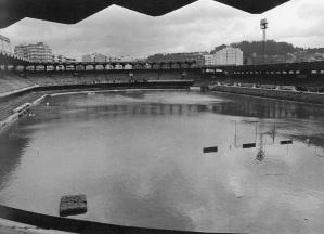 Estadio de Balaídos inundado. Fotografía Magar 1977