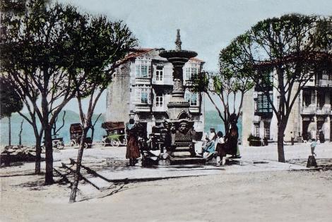 Del paseo de Alfonso salían los carruajes que iban a Bayona. Fotografía coloreada de una postal de finales de siglo.
