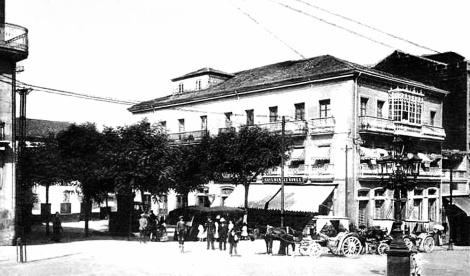 Plaza de la Princesa con el edifico del primer antiguo Teatro de Vigo. Fotografía de la página Recuerda Vigo