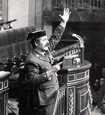 Antonio Tejero dirigiéndose al Congreso de los Diputados