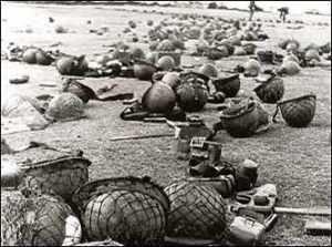 Cascos de soldados fallecidos en las islas Malvinas