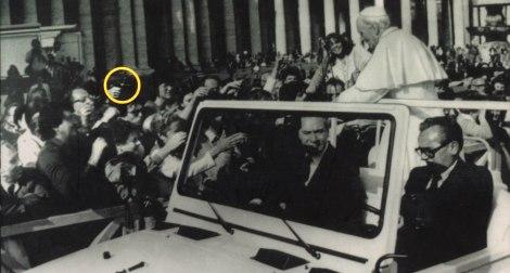El atentado contra Juan Pablo II en el Papamovil