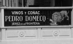 Cartel publicitario en Policarpo Sanz. Fotografía Eduardo Galovart