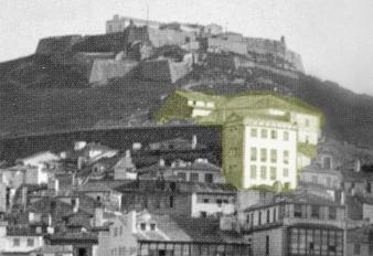 Detalle del antiguo Castillo de San Sebastián y el edificio del restaurante El Castro