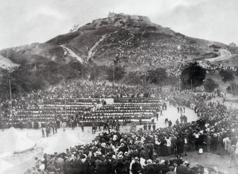Campo de Granada. Regimiento de Murcia formando en 1920. Fotografía Ángel Llanos