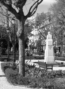 Estatua en la Plaza de Compostela en homenaje a Manuel Murgía. Fotografía Eduardo Galovart
