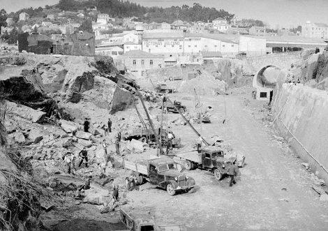 Guixar en 1951 con Vulcano detrás y la Guía al fondo. Se observa como están empezando el nuevo túnel que conducirá el tren por debajo de la Guía hasta la zona de Ríos. Fotografía de la colección digital de Juan Marcet Miramontes.