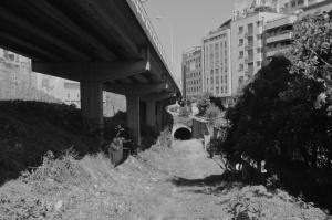 Túnel al lado de la salida de la autopista. Fotografía Eduardo Galovart