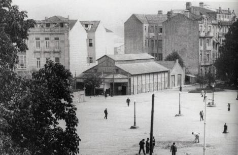 El antiguo Ideal Cinema en la Plaza de Compostela. Fotografía Pacheco.