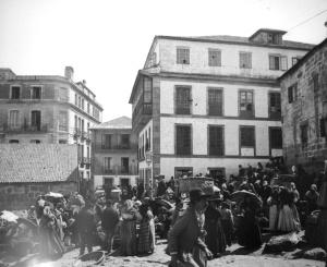 Antigua calle de la Pescadería, hoy en día de las Ostras, aún sin el mercado de la Laxe. Fotografía Pacheco.