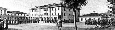 El antiguo Cuartel de Barreiro en una ceremonia en el año 1981. Fotografía Cameselle. Faro de Vigo