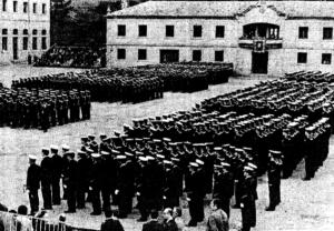 Celebración militar en la ETEA en 1981. Fotografía Cameselle. Faro de Vigo