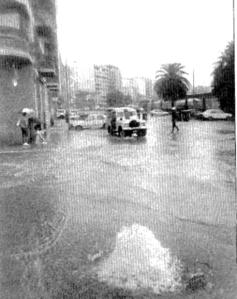 Inundaciones en la calle Arenal. Fotografía Faro de Vigo