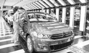 El coche número 11 millones fabricado en noviembre en Citroen, un Citroën C-Elysée. Fotografía Faro de Vigo