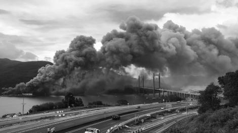 Incendio en la nave de congelados de Fanficosta en Domaio. Fotografía Eduardo Galovart