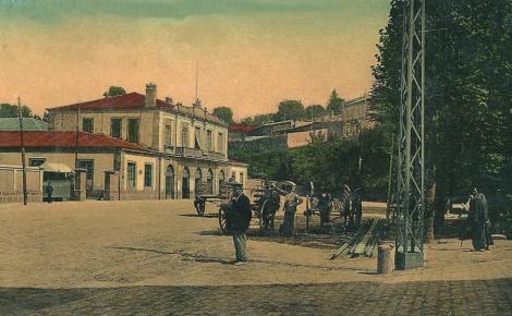 Postal de finales del siglo XIX con la estación de tren recién construida. Colección Salvador Fernández de la Cigoña.