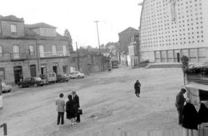 La iglesia de San José Obrero y la plaza de Santa Rita recién terminadas. Fotografía Faro de Vigo
