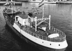 El congelador Lemos atracado en el puerto de Vigo.