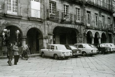 La plaza de la Constitución todavía no peatonal. Fotografía Guillermo Cammeselle.