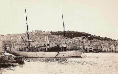 El Saint MIchael III de Julio Verne fondeado en el puerto de Sète en la Provenza francesa.