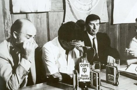 """Reunión del alcalde Manoel Soto y los concejales Antonio Nieto Figueroa """"Leri"""" y José Martínez Torea. Fotografía Magar."""