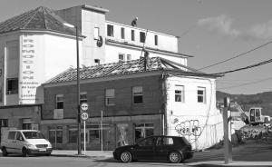 Demolición del antiguo restaurante Cíes. Fotografía La Voz de Galicia