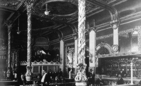 Fotografía de Pacheco del interior del Café Colón en el local de Velázquez Moreno.