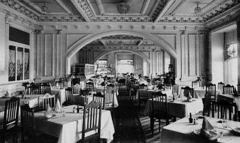 En la planta superior del Café Colón había un elegante comedor.